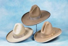 1910's-20's Stetson cowboy hats. Cowboy Gear, Cowboy Horse, Cowgirl Hats, Cowgirl Style, Western Hat Styles, Mens Western Hats, Brim Hat, Beanie Hats, Tumbling Tumbleweeds