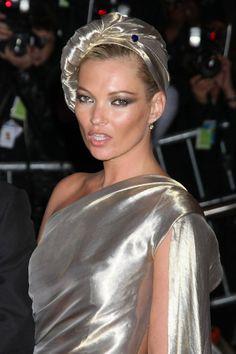 Turbantes para convidadas de casamento | O blog da Maria. #casamento #acessórios #convidadas #turbantes #KateMoss
