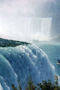 Waterfalls (Niagara Falls) This is one of my favorite views because you can see both the american and the horseshoe falls on the Canadian side The Places Youll Go, Places To See, Ontario, Beautiful Places, Beautiful Pictures, Fantastic Voyage, Canada, World Cities, Beautiful Waterfalls