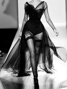 Reminds me of a Sophia Loren costume in that film with Marcello Mastroianni - you know which one I mean