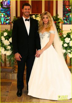 kimberly perry jp arencibia wedding photos 02 Kimberly Perry and J.P. Arencibia pose in their finest for these beautiful new wedding portraits!    The 30-year-old The Band Perry singer and the 28-year-old Texas…