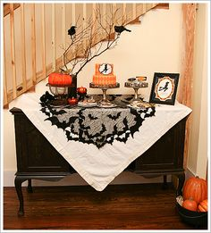 Pretty tablescaping, LOVE that cloth!