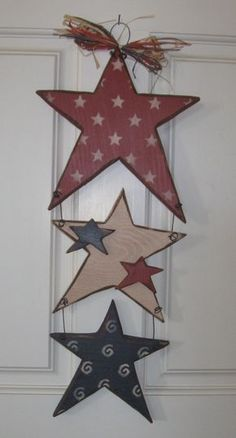 Hanging star by alwaysinseason. hanging star by alwaysinseason americana crafts, patriotic Americana Crafts, Patriotic Crafts, Country Crafts, Primitive Crafts, Wood Crafts, Rustic Americana Decor, Americana Kitchen, Primitive Stars, Fourth Of July Decor