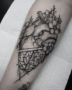 """Artista: @marquinhoandretattoo Rio Grande do Sul. """"Eu tenho processos para realizar a minha tatuagem.  Tenho que ouvir o que a pessoa quer tenho que entender e saber o que a pessoa realmente deseja expressar. O local onde a tatuagem vai ser realizada também conta muito tento usar da melhor forma a anatomia da parte do corpo tatuada"""" Tem matéria fresquinha no #blog do @tattoo2me com o @marquinhoandretattoo!  Leia tudo em: blog.tattoo2me.com Agendamentos: contatomarquinhoandre@gmail.com"""