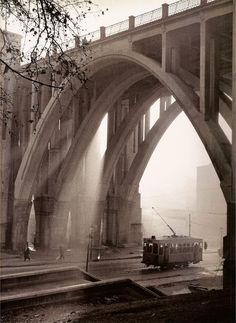 Viaducto de la Calle Bailén. Fotografía de Catalá-Roca