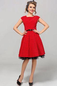 Nádherné šaty jako stvořené na svatby, zahradní oslavy, párty či krásné letní dny. Červený podklad s černými puntíky a perfektní střih to jsou hlavní trumfy těchto krásek. Pohodlný střih s lodičkovým výstřihem, krátkým rukávkem, zapínáním na zadní straně na skrytý zip, materiál 67% polyester, 30% viskóza, 3% elastan. Šaty jsou o něco menší, doporučujeme spíše o číslo větší velikost. Party, Vintage, Style, Fashion, Swag, Moda, Fashion Styles, Parties, Vintage Comics