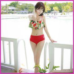 2017 Korean style new coconut island style lotus leaf small chest hole bikini set sweet girl swimming suit pure student conserva