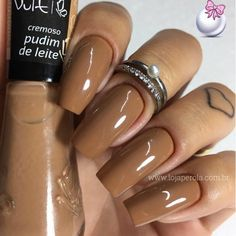 Opting for bright colours or intricate nail art isn't a must anymore. This year, nude nail designs are becoming a trend. Here are some nude nail designs. Perfect Nails, Gorgeous Nails, Love Nails, My Nails, Shellac Nails, Acrylic Nails, Acrylic Nail Designs, Nail Art Designs, Nails 2018