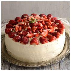 Ανοιξιάτικη τούρτα φράουλα — Paxxi