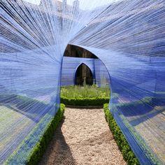 Una sugerente instalación de cuerdas para el Festival de Cahors, por Atelier YokYok