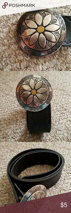 Black belt with flower buckle GUC....cute buckle design Accessories Belts