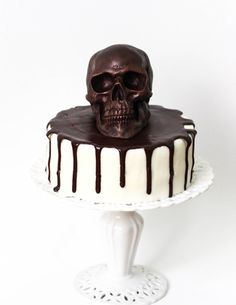 1 Chocolate Fossilized Skull by TheFrostedPetticoat on Etsy Halloween Desserts, Bolo Halloween, Hallowen Food, Halloween Cakes, Halloween Treats, Pirate Halloween, Sugar Skull Cakes, Savoury Cake, Chocolate