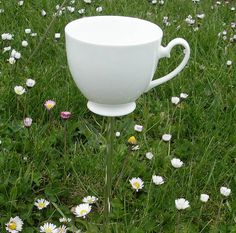 35 Ideas of How To Reuse Tea Cup Artistically | http://www.designrulz.com/design/2013/04/ideas-of-how-to-reuse-tea-cup-artistically/