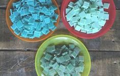 mosaic cookie sheet serving tray, crafts, how to Painting Kitchen Cabinets, Kitchen Paint, Stencils, Cookie Tray, How To Make Diy, Mosaic Glass, Mosaic Art, Cement, Diy Concrete