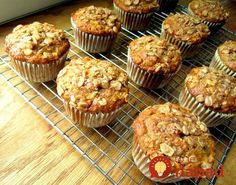 Oatmeal Raisin Banana Muffins - I used c brown sugar. Baked mini muffins for 13 minutes. They were soo good! Oatmeal Raisin Muffins, Banana Oat Muffins, Banana Breakfast, Mini Muffins, Strudel Topping, Simple Muffin Recipe, Baking Muffins, No Bake Cake, Sweet Recipes
