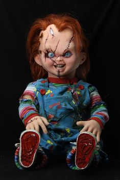 NECA Collectibles Bride of Chucky Prop Replica Chucky Doll 76 cm Tinta Facial, Chucky Movies, Annabelle Doll, Animated Halloween Props, Trick Or Treat Studios, Fantasias Halloween, Maquillage Halloween, Doll Stands, Horror Films