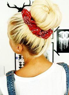 """Outra boa ideia para o verão, ou pra quando o cabelo já tá sujinho e a gente não quer """"só fazer um cóque"""", ou """"só fazer um rabo""""... fora o charme!"""