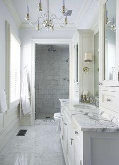 white bathroom, bathroom inspiration, home interior decoration White Marble Bathrooms, Marble Bathroom Floor, Small Bathroom, Master Bathroom, Bathroom Modern, Marble Countertops Bathroom, Bathroom Sconces, Light Bathroom, Vanity Bathroom
