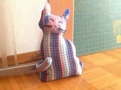 My DIY cat doorstop Quick Crafts, Crafts For Kids, Diy Doorstop, Cat Pattern, Door Stop, Diy Stuff, Patterns, Sewing, Antiques