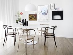 Saarinen dining table with bentwood chairs / via Bo Bedre, photography by Birgitta W. Drejer