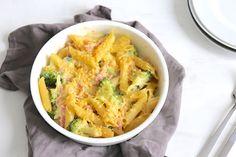 Deze keer een pasta-ovenschotel met ham, kaas en broccoli. Super simpel maar erg lekker voor de afwisseling. Eet smakelijk!