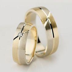 Greutate aprox.: 13 gr/pereche Carate diamant: 0.03 Ct Latime: 6.00 mm Timp de livrare: 2 saptamani   Pretul este pentru o pereche de verighete din aur de 14K cu diamant si este variabil in functie de marimi. Modelul poate fi comandat in combinatiile de culori dorite, deasemenea si in aur de 18K. Modelul poate fi realizat si fara diamante.
