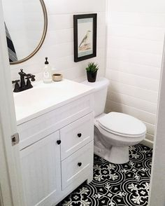 My insta besties Nicole @sweet_domicile and Erin @kismet_house (both are #onetofollow ) asked me to share some black and white decor for #howyouhome ❤️❤️ so I couldn't say no!! I love black and white! So thought I'd share a pic of the powder room and the Fabulous Jordan @abluenest asked me to share for #myneutralmonday ♡♡ @houseofsixinteriors @blissfully_eclectic care to share? #moveitupmonday #multigrammonday #inspirememonday #niftynest #showusthecolor #myeclecticmix