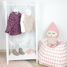 Schönen Nachmittag Euch, meine Süßen #babyfashion #fashion #babyoutfit #ootd #baby #babyboy #babygirl #girl #cute #beautiful #pictureoftheday #mum #love #livingwithkids #interior #instababy #instakids #living #kidsroom #nursery #barnrum #barnerom #elodiedetails #bedouinstories
