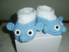 """Baby crochet booties """"smurf"""" at  www.amydesign.org"""