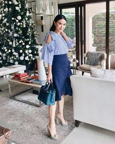 I've always been so fond of blue! 💙 For those of you lovely ladies who love simple colors for everyday wear, I've got classic pieces for… Classy Outfits, Chic Outfits, Beautiful Outfits, Fashion Outfits, Work Outfits, White Fashion, Asian Fashion, Love Fashion, Heart Evangelista Style