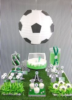 Soccer Football Birthday Party Desserts Table - DIY decorations, printable, food and favors to inspire a world cup birthday party! Soccer Birthday Parties, Birthday Party Desserts, Football Birthday, Soccer Party, Sports Party, Birthday Cup, Football Soccer, Soccer Ball, 21st Party