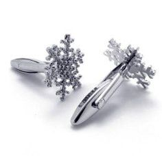 Featuring an antique motif, these snowflake shaped cufflinks are set in a platinum-plated mount with each design painstakingly assembled by hand to give the final product a clean appearance, wherein f