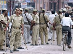 15 injured as two communities clash in northwest Delhi's Sangam Park area; heavy police force deployed - http://thehawkindia.com/news/15-injured-as-two-communities-clash-in-northwest-delhis-sangam-park-area-heavy-police-force-deployed/