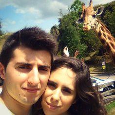 Disfrutando del día en #Cabarceno con @ainara_91 #cantabria #jirafa #giraffe #selfie #summer
