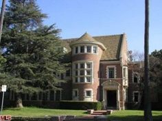 """I just found the """"American Horror Story"""" murder house for sale!"""
