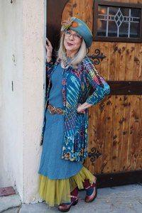 Style icons over 50 older women ideas Bohemian Mode, Bohemian Style, Boho Chic, Moda Hippie, Moda Boho, Moda Tribal, Ropa Shabby Chic, Older Women Fashion, Womens Fashion