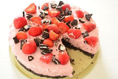 Oreo strawberry cheesecake - Delicious and Simple - Looking for a recipe for a tasty and simple cake? Then check out this recipe for oreo strawberry ch - Health Desserts, No Bake Desserts, Cupcakes, Cupcake Cakes, Strawberry Oreo Cheesecake, Caramel Cheesecake, Dutch Bakery, Pavlova Recipe, Eggless Baking
