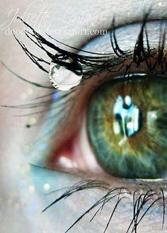 """""""Des yeux verts pour le jour, des yeux bleus pour l'amour... ton visage."""" J.P.F."""