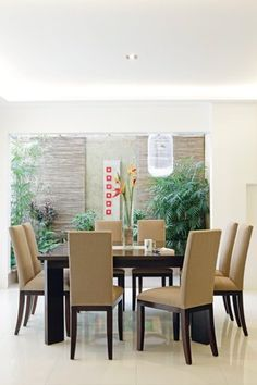 Search for ways to let the outdoors in. An eight-seater dining set with high back chairs provide a good venue for conversations and meetings. Proximity to a pocket garden allows one to refresh one's eyes.