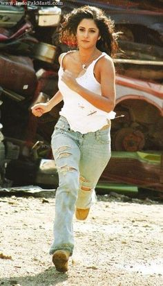 hot+katrina+kaif+in+jeans+and+top.jpg (377×661)