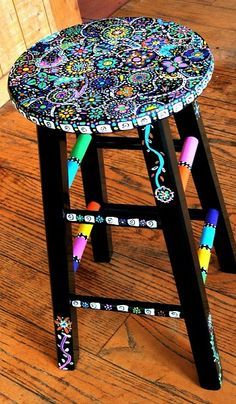 Your Hands Dirty With DIY Painting Crafts And Ideas Crafty finds for your inspiration! Hand Painted Stools, Hand Painted Furniture, Funky Furniture, Upcycled Furniture, Furniture Projects, Furniture Makeover, Furniture Plans, Whimsical Painted Furniture, Stool Makeover