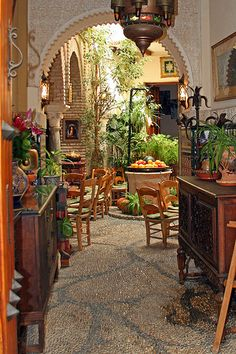 Patio Dining, Cordobés, Spain  photo by Kaptah