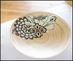 http://ashleyannphotography.com/blog/2009/10/07/diy-decoupage-wood-bowl-the-christmas-gathering/