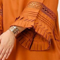 Kurti Sleeves Design, Sleeves Designs For Dresses, Kurti Neck Designs, Kurta Designs Women, Kurti Designs Party Wear, Salwar Designs, Sleeve Designs, Pakistani Fashion Casual, Pakistani Dresses Casual