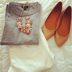 white jeans, grey sweater, nude flats, and peach necklace. Need peach necklace. Estilo Fashion, Look Fashion, Ideias Fashion, Womens Fashion, Fashion Fashion, Retro Fashion, Fashion News, Runway Fashion, Fashion Shoes