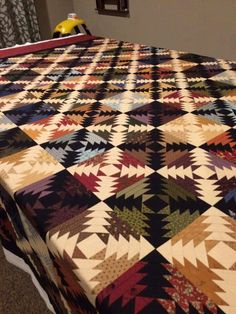 Great colors and design Pineapple Quilt Pattern, Pineapple Quilt Block, Strip Quilts, Mini Quilts, Quilt Blocks, Bonnie Hunter, Log Cabin Quilts, Log Cabins, Flying Geese Quilt