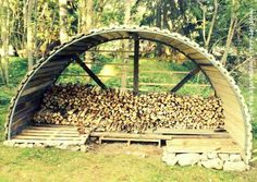 can't find the original link but in theory, this is a recycled trampoline frame ~ I like the idea of an arched cover for the woodpile. Recycled Trampoline, Trampoline Parts, Old Trampoline, Backyard Trampoline, Backyard Sheds, Backyard Patio, Backyard Landscaping, Trampolines, Landscape Design
