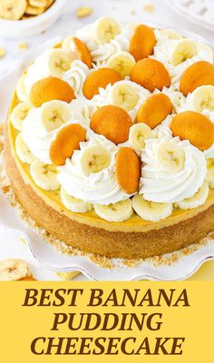 This Banana Pudding Cheesecake is made with a vanilla wafer crust, loads of mashed and sliced bananas, and banana pudding mix! Creamy and full of flavor! No Bake Banana Pudding, Banana Pudding Cheesecake, Banana Pudding Recipes, Cheesecake Desserts, Köstliche Desserts, Delicious Desserts, Dessert Recipes, Yummy Food, Cheesecake Strawberries