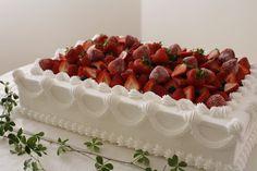 アナベル ガーデンハウス|結婚式場写真「季節のフルーツがたっぷりのったウエディングケーキは、ゲスト全員が楽しめる味に!」 【みんなのウェディング】