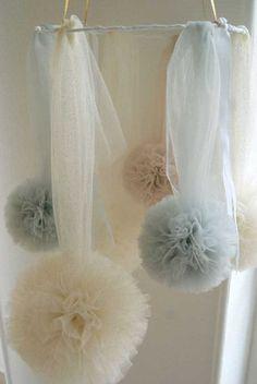 Tutorial Pon Pon con tulle Tule vind je o. bij www. Tulle Crafts, Diy And Crafts, Fairytale Bedroom, Wedding Pom Poms, Decoration Shabby, Tulle Poms, Wedding Humor, Celebrity Weddings, Wedding Decorations